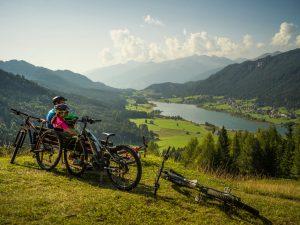 Radfahren mit schöner Aussicht auf den See