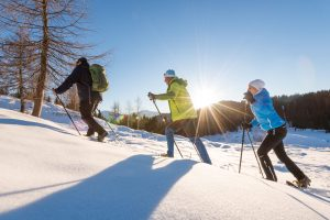 Tourengeher im Winter am Weissensee
