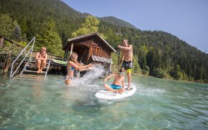 Familie am Weissensee mit Stand-up-Paddle